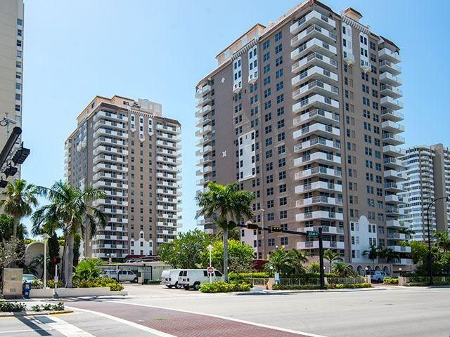Malaga Towers - Hallandale Beach